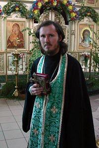 священник Донской церкви в Перловке протоиерей Борис Тимофеев